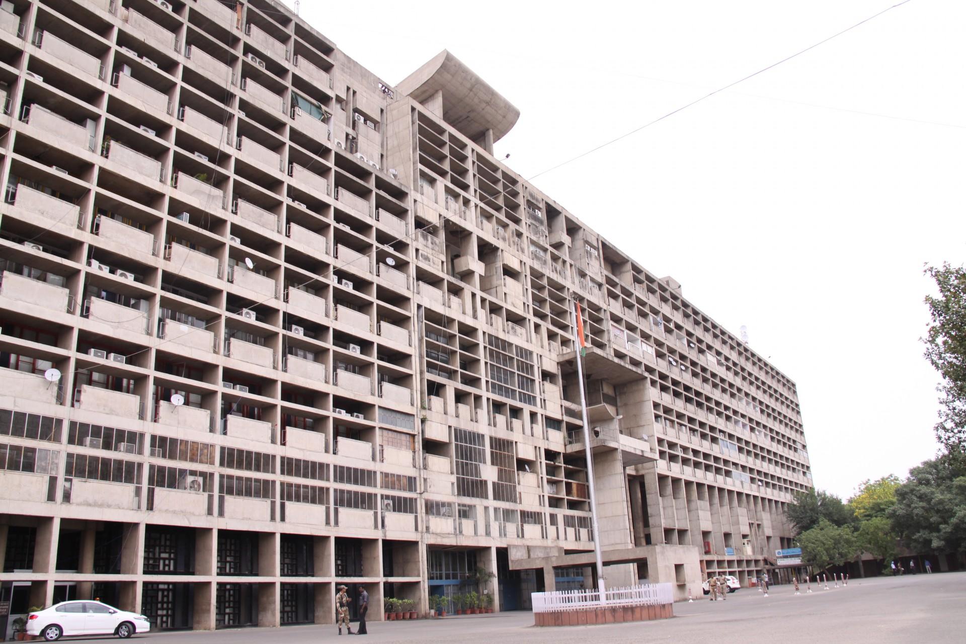 行庁舎の外観