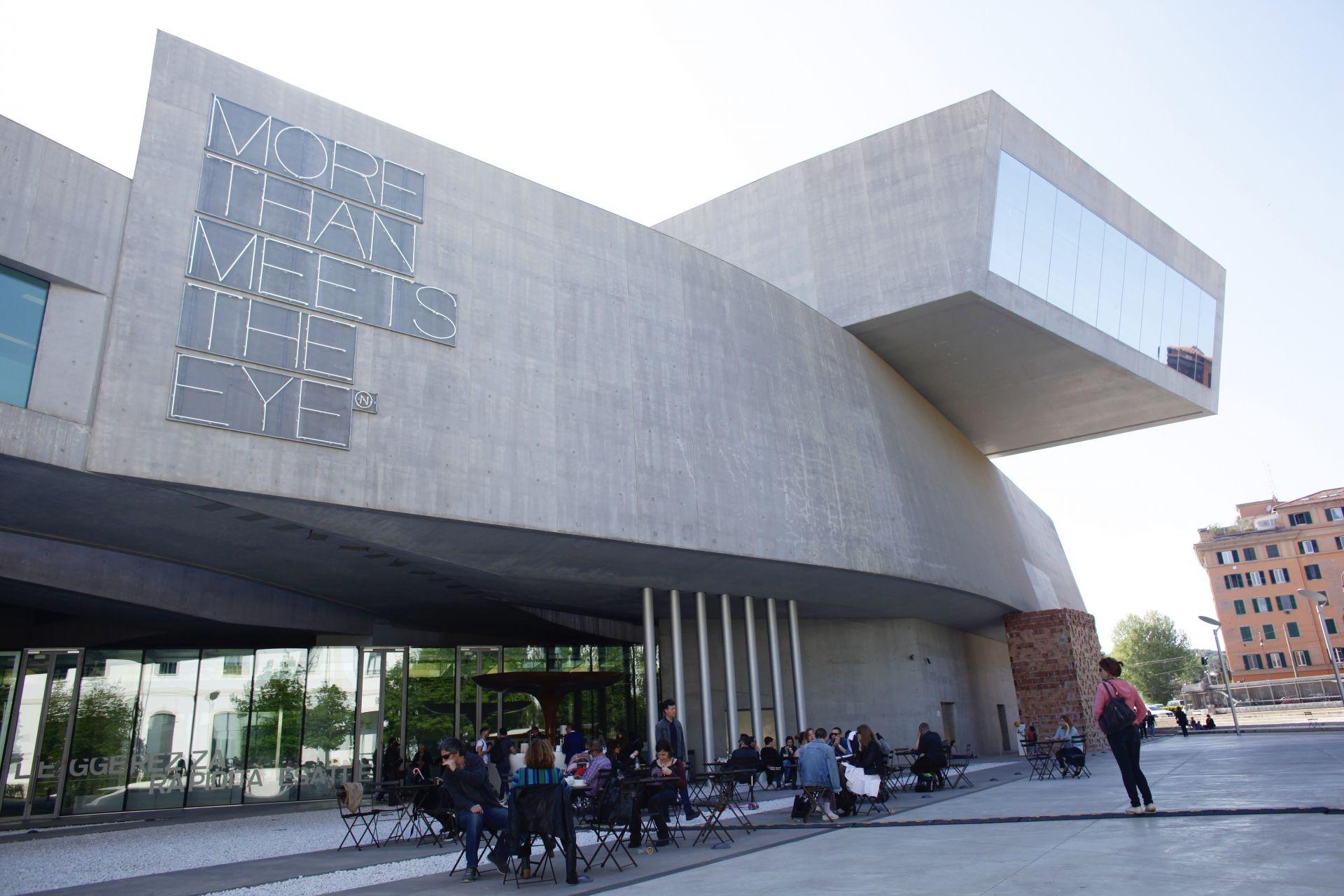 ローマにあるザハ・ハディド建築「イタリア国立21世紀美術館(MAXXI ...