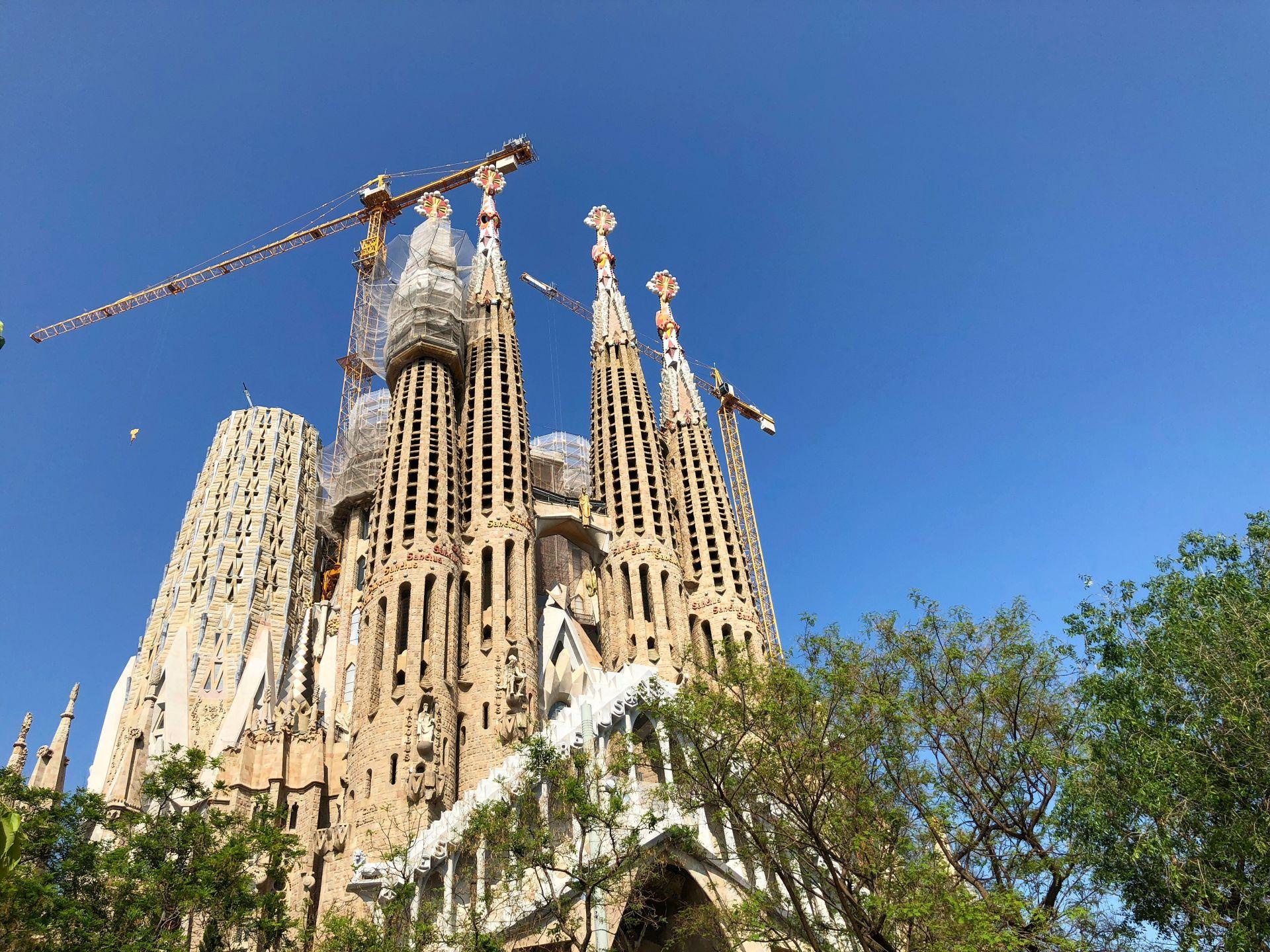 バルセロナのアントニ ガウディの作品群はオンライン予約してスムーズ